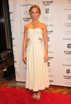 Emily Blunt, de vestido Calvin Klein e sandálias Jimmy Choo.  GETTY
