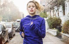 Woche 1: Ausdauertraining - Die große 4-Wochen-Bauch-weg-Challenge - Ausdauertraining statt Sit-ups? Für einen flachen Bauch müsst ihr sowohl Ausdauer als auch Kraft trainieren. Doch es ist sinnvoller mit der Kondition zu beginnen. Damit bringt...