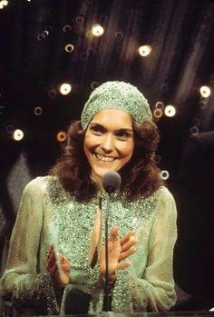 30 Vintage Photos of a Lovely Karen Carpenter From Between the Late and ~ vintage everyday Richard Carpenter, Karen Carpenter, American Music Awards, American Singers, Goodbye To Love, Karen Richards, Hollywood Music, Aretha Franklin, It Goes On