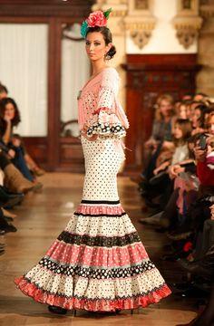 WLF por Pol Núñez en We love flamenco Arty Fashion, Couture Fashion, High Fashion, Fashion Outfits, Flamenco Party, Flamenco Costume, Spanish Fashion, Indian Dresses, Types Of Fashion Styles