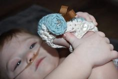 Handmade Bows, Booties, Bonnets and More! Baby Girl Sandals, Baby Girl Shoes, Do It Yourself Baby, Handmade Baby Items, Crochet Baby Booties, Crochet Shoes, Cute Baby Shoes, Newborn Photography Props, Crib Shoes