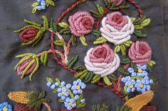 English Roses. Detalle. Bordado a mano por Carolina Gana. Taller de Bordado Rococó. Santiago de Chile. CGP©2008
