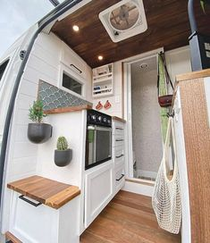 Me gusta, 12 comentarios - MinimalHearth Van Conversion Interior, Camper Van Conversion Diy, Sprinter Van Conversion, Van Conversion With Bathroom, Ford Transit Camper Conversion, Motorhome Conversions, Bus Living, Tiny Living, Van Life