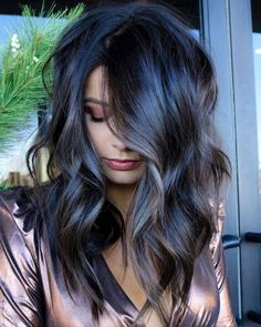 You mika me craaaazy 😍 ✨💁🏻♀️Base > Flash Lift Bonder Inside for lights > Redken Shades EQ for the gorgeous tone ( splash of Finished with a curling iron and texture spray!🔹🔹🔹🔹For a chance to be featured tag us and 💙 Hair Color And Cut, Brunette Hair, Dark Brunette, Great Hair, Gorgeous Hair, Amazing Hair, Fall Hair, Balayage Hair, Hair Hacks