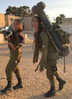 Here we share a new collection of ARMY WOMEN in and out of uniform. These are the 77 beautiful ARMY WOMEN looking gorgeous without uniform. Idf Women, Military Women, Military Girl, Military Police, Fitness Workouts, Female Soldier, Girls Uniforms, Badass Women, Armed Forces