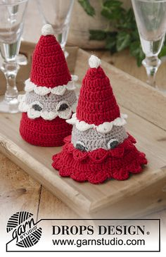 The Santa Bunch - free crochet pattern by DROPS design Christmas Tree Skirts Patterns, Christmas Crochet Patterns, Tree Patterns, Drops Design, Art Au Crochet, All Free Crochet, Christmas Ornament Crafts, Christmas Projects, Drops Cotton Light