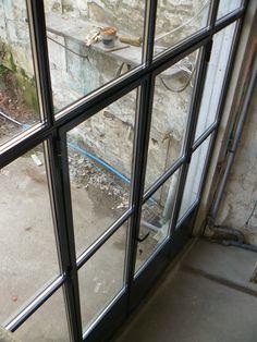 Baie vitree type atelier isol e profil acier double for Vitrage phonique 10 16 4