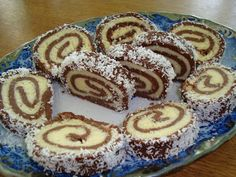 Mona_in_bucatarie: RULADA DE BISCUITI CU CREMA DE COCOS Log Cake, Croatian Recipes, Romanian Food, Pastry And Bakery, Vegan Cake, Savoury Cake, Desert Recipes, Cake Recipes, Deserts