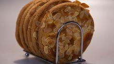 Krokante amandelroomboterkoeken - Rudolph's Bakery   24Kitchen Cookie Pie, Brownie Cookies, No Bake Cookies, Cupcake Cookies, Cookie Dough, Cupcakes, Baking Cookies, Dutch Recipes, Baking Recipes