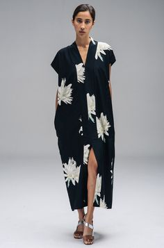 North Magnetic Pole — Long Smoking Dress in Hawaain Print-Horses Atelier Mode Outfits, Fashion Outfits, Womens Fashion, Jeans Fashion, Dress Fashion, Fashion Tips, Mode Kimono, Casual Dresses, Summer Dresses