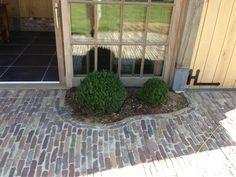 backyard designs – Gardening Ideas, Tips & Techniques Outside Living, Outdoor Living, Outdoor Decor, Front Gardens, Outdoor Gardens, Love Garden, Home And Garden, Cobblestone Patio, Backyard Patio Designs