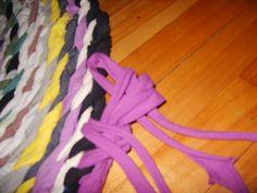 Image   http://thethingswedoforloveandmoney.wordpress.com/2012/06/17/no-sew-braided-rag-rug-wphotos-and-semi-tutorial-13-2/