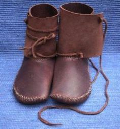 Moccasins - First class maker of mocassins, ceramics, sculpture, art, raw food, baskets, books, woollies, other stuff... and round things