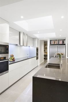 White, clean, sharp and neat, this post contains some great examples of white contemporary kitchen cabinets. White Contemporary Kitchen, Contemporary Kitchen Cabinets, Modern Kitchen Design, Interior Design Kitchen, Modern Contemporary, Interior Decorating, Kitchen Living, New Kitchen, Kitchen Decor