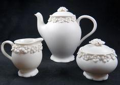 #lunac #porcelain #jasmine #teapot #tea #sugar #milk Teapot, Jasmine, Tea Time, Porcelain, Milk, Sugar, Tableware, High Tea, Dinnerware