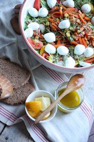 Eine unserer absoluten Lieblingsspreisen ist eine riiiiiiiiiieeeeeesige Schüssel Salat.   Alllerdings besteht solch ein Salat bei uns...