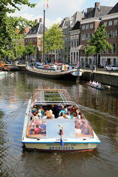 De Goldenraand in de grachten van Groningen, The Netherlands