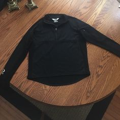 Pearl Izumi Running Jacket Black, great condition, very breathable, has side arm pocket that can hold phone and keys Pearl iZumi Jackets & Coats