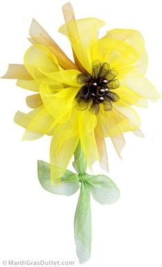 Sunflower tutorial- The completed deco mesh flower.