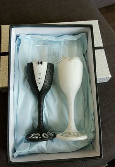 Wedding gift bride and groom glitter glasses with gift box