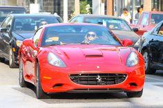 Famosos desfilam com carros de luxo; veja  #Timbeta #timbeta