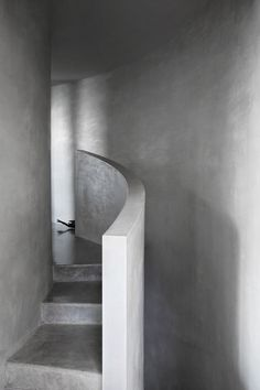 Architect Rob Mills has completed Ocean House, a holiday home beside Australia's Great Ocean Road with a simple monochrome interior. Concrete Architecture, Residential Architecture, Interior Architecture, Architecture Details, Commercial Interior Design, Modern Interior Design, Commercial Interiors, Simple Interior, Beach Houses For Rent
