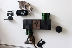 Super Mario Themed Living Room - for Cats! Well, this is basically what you get when you are a creative cat lover, whose favorite video game is Super Mario! Super Mario Bros, Super Mario Cat, Cat Club, Raising Kittens, Cat Wall Shelves, Cat Climber, Cat Playground, Cat Room, Nerd