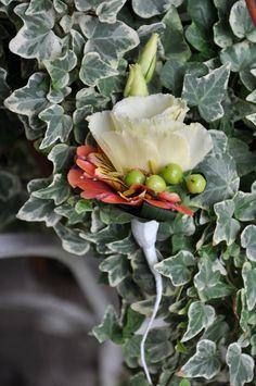#Cocarda #Vara din #eustoma și #alstroemeria pentru #mire - #Livrare în #Moldova. #butoniere #nunta #cununie Cabbage, Succulents, Vegetables, Plants, Veggies, Vegetable Recipes, Cabbages, Succulent Plants, Plant