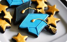 go for the gold graduation cookies!