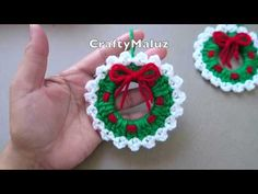 Crochet Christmas Wreath is a beautiful decorative item that you can easily hang to celebrate a season or holiday. Christmas is just around the corner and. navidad Crochet Christmas Wreath - Learn to Crochet - Crochet Kingdom Crochet Christmas Wreath, Crochet Wreath, Crochet Christmas Decorations, Christmas Crochet Patterns, Crochet Decoration, Crochet Ornaments, Christmas Knitting, Christmas Wreaths, Christmas Crafts