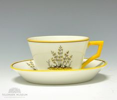 Cup and saucer, Porsgrund Porselen, Design Nora Gulbrandsen, Production year Modell: servise Cup And Saucer, Tea Cups, Art Deco, Museum, Tableware, Yellow, Design, Chocolates, Scale Model