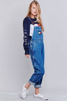 Tommy Jeans – Klassische, lange Latzhose aus Denim