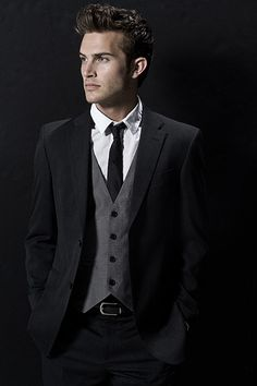 Something about that gray black color contrast just has me hooked on wanting to expand my wardrobe.