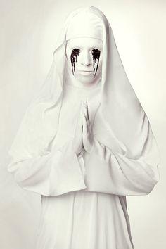 Unsere Halloween-Nonne im Stil von American Horror Story