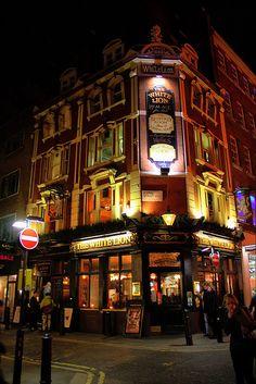 Covent Garden London Pub - Drew and I had fish and chips at The White Lion! London Garden, Covent Garden, London Pubs, London City, East London, England Uk, London England, Pub Design, British Pub