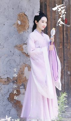 Painting Of Girl, Chinese Clothing, Chinese Actress, Chinese Culture, Hanfu, Asian Beauty, Curly Hair Styles, Girls Dresses, Cosplay