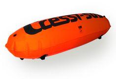 Boya Cressi Torpedo 7 decimas de grosor , incluye banderín con 2 pasacabos, inflador negro y medidas de 85cmX32cm de diametro