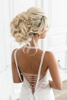 Best Ideas For Wedding Hairstyles : Featured Hairstyle: Elstile; Curly Wedding Hair, Elegant Wedding Hair, Prom Hair, Trendy Wedding, Loose Hairstyles, Bride Hairstyles, Headband Hairstyles, Bridesmaid Hairstyles, Unique Wedding Hairstyles