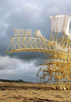 Theo Jansen - Strandgang Animaris Land Art, Theo Janssen, Amazing Beasts, Strange Beasts, Artistic Visions, Wind Sculptures, Art Optical, Kinetic Art, T Art