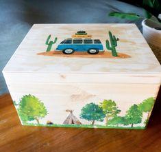 Erinnerungskiste aus Holz | Geburtsgeschenk | Taufe | Hochzeit | Geburt | Urlaubserinnerungen |Alle Kisten sind individuell personalisierbar Decorative Boxes, Etsy, School Ideas, Instagram, Home Decor, Keepsakes, Crates, Postcards, Sticker