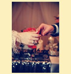 Cute Muslim Couples, Cute Couples Goals, Couples In Love, Romantic Couples, Wedding Couples, Couple Goals, Hand Photography, Couple Photography Poses, Tumblr Photography