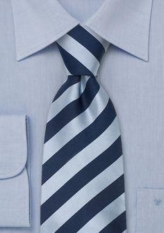 Blaue Krawatte gestreift