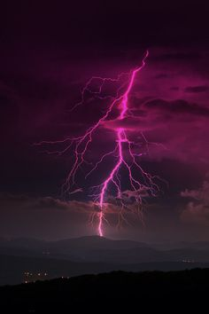 Orage ~ Lightning in Ain, Rhone-Alpes, France Lightning Photography, Nature Photography, Photography Tips, Portrait Photography, Wedding Photography, Thunder And Lightning, Lightning Storms, Purple Lightning, Wild Weather