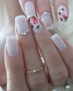 Adding some glitter nail art designs to your repertoire can glam up your style within a few hours. Check our fav Glitter Nail Art Designs and get inspired! Elegant Nails, Stylish Nails, Fancy Nails, Cute Nails, Diy Ongles, Hair And Nails, My Nails, Nail Art Designs, Nailart