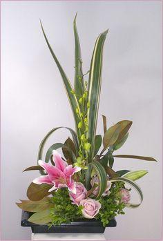 Ikebana Flower Arrangement   , styles of ikebana, livre ikebana, ikebana flower arranging, ikebana ...; mom would love this