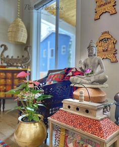 Pinkz Passion : Whimsically Ethnic (Home Tour of Poornima Murthy) Part Indian Inspired Decor, Indian Home Decor, Drawing Rooms, Seattle Homes, Black And White Frames, Interior Decorating, Interior Design, Beauty Art, Home Accents