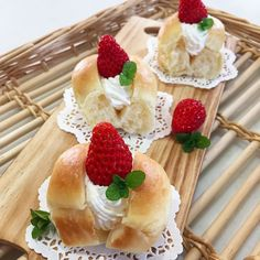 今日のおやつ  今朝焼いたちぎりパンと苺で幸せスイーツ 今日は息子の美味しいの笑顔しっかりみました   #ちぎりパンサンド#ちぎりパン#いちごサンド#おやつ#手づくりおやつ#手づくりパン#おうちパン#おうちカフェ#いちご#苺#strawberry#手づくり#美味しい#大好き#幸せ#Rosemary#クックパッド by rosemary_517