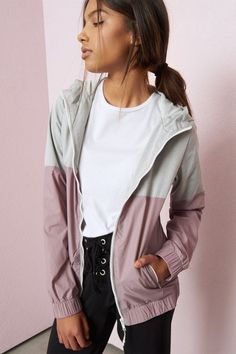 The Windbreaker Like the colors but want thicker Fall Outfits, Casual Outfits, Fashion Outfits, Women's Fashion, Windbreaker Outfit, Womens Windbreaker, Athleisure Outfits, Winter Coats Women, Zara