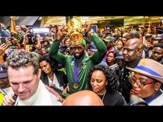 Siya Kolisi salutes South Africa fans as thousands greet returning world champions Manchester City, Manchester United, World Cup Trophy, Rugby World Cup, Fifa World Cup, Port Elizabeth, Steven Gerrard, Ac Milan, Arsenal Fc