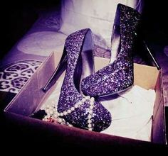 LOVE these purple glitter shoes!need these some how my fave color is purple but i dnt have purple heels! Glitter High Heels, Sparkly Heels, Sparkle Shoes, Bling Shoes, Black Glitter, Sexy Heels, Glitter Slides, Glitter Bomb, Glitter Hair